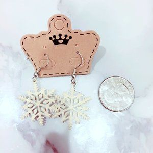 Cream Snowflake Winter Earrings Silvertone